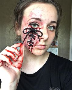 Halloween seems incomplete till the parties are full of scary costumes and makeup. This tradition to Creepy Makeup, Sfx Makeup, Costume Makeup, Makeup Art, Makeup Ideas, Soirée Halloween, Halloween Face Makeup, Halloween Costumes, Horror Make-up