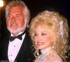 Kenny Rogers, a country zene legendája, a 81 éves korában halt meg - a The Sun Country Artists, Country Singers, Dolly Parton Wigs, Dolly Parton Kenny Rogers, Halsey Singer, Dolly Parton Pictures, Country Music Association, Glenn Miller, Best Song Ever