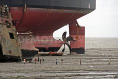 Poor working conditions in Bangladesh Ship Breaking Yard Ship Breaking, Ship Anchor, Armored Truck, Abandoned Ships, Shipwreck, End Of The World, Water Crafts, Sailing, Landscape