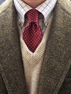 Vintage half-Norfolk jacket by Glenwick for Crowley's of Detroit, L. Bean tattersall shirt and lambswool sweater vest (Scotland), Vintage Hardy Amies silk tie. Look Vintage, Vintage Men, Tattersall Shirt, Norfolk Jacket, Estilo Preppy, Ivy League Style, Hardy Amies, Mode Costume, Look Man