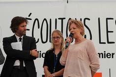 """Lydie Salvayre reçoit le Prix des libraires de Nancy - Le Point 2014 pour """"Pas pleurer"""". 36e édition du Livre sur la Place."""