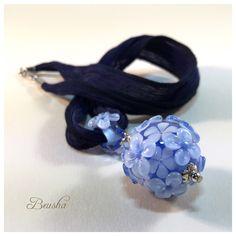 New Flower Lampwork Bead Necklace https://www.etsy.com/de/listing/399658263/flower-necklace-single-bead-necklace