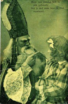 Sinterklaas met een meisje op schoot 1910