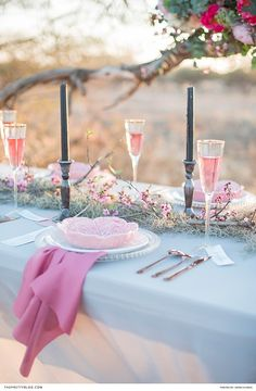 Pink, grey and gold wedding table with gold rimmed champagne glasses. Event inspiration !