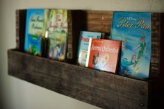 diy pallet bookshelf.  great tutorial!  Finally have a pallet, can't wait to get started on this project!!!