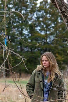 Jennifer Lawrence in Winter's Bone - Character inspiration The Caged Bird Sings, Elisabeth Moss, Jodie Foster, Great Movies, Awesome Movies, Character Inspiration, Character Ideas, Writing Inspiration, Light Hair