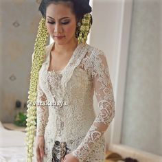 Details…👰👰👰 #kebaya #akadnikah #lace #bride #weddingdress #weddinginspiration #fashionwedding #pengantin #batik #swarovskicrystals #beads #verakebaya ❤️❤️❤️ Vera Kebaya, Kebaya Lace, Kebaya Dress, Kebaya Brokat, Javanese Wedding, Indonesian Wedding, Kebaya Wedding, Wedding Dresses, Indonesian Kebaya