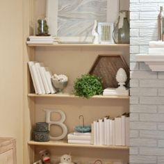 Dana-shelf-full