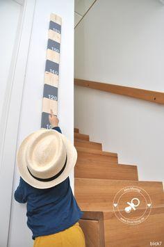 DIY-Messlatte aus Holz grau mit gestempelten Zahlen   blick7