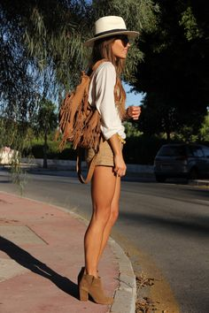 fringed bag, beige shorts, white top