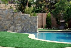 Love the artificial turf contrast!
