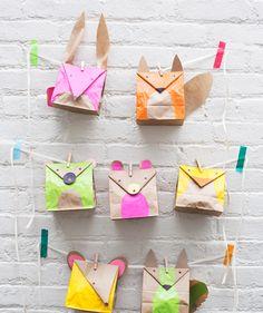 Bolsas creativas con diseños de animales: manualidad encantadora para transformar unas sencillas bolsas de papel en un envoltorio original.