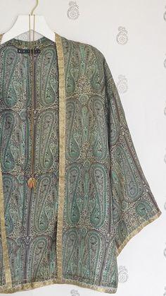 Green and gold Pure Silk Kimono jacket / Top beach by Bibiluxe - Women Kimono Jackets - Ideas of Women Kimono Jackets Gypsy Style, Bohemian Style, Boho Chic, My Style, Kimono Fashion, Boho Fashion, Womens Fashion, Fashion Design, Silk Kimono