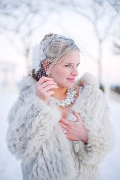 giacca di pelliccia | fur jacket on wedding dress | Winter bride look |  look sposa invernale | Baby, It's cold outside! http://theproposalwedding.blogspot.it/ #winter #bride #look #cold #freddo #inverno #sposa