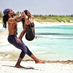 Green, Natural and Essential Yoga Accessories Yoga Bewegungen, Yoga Flow, Yoga Meditation, Yoga For Two, How To Do Yoga, Partner Yoga, Pilates, Yoga Inspiration, Style Inspiration