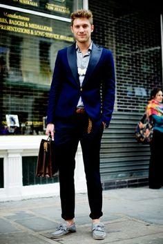 Revive el color de tu blazer con el Caballito Azul Profundo.