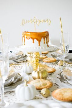 Set up a Friendsgiving Fall Tablescape
