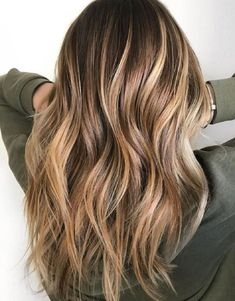 35 Balayage Hair Color Ideas for Brunettes in The French hair coloring technique: Balayage. These 35 balayage hair color ideas for brunettes in 2019 allow to achieve a more natural and modern eff. Brown Ombre Hair, Brown Balayage, Brown Hair With Highlights, Hair Color Highlights, Balayage Highlights, Ombre Hair Color, Hair Color Balayage, Cool Hair Color, Brown Hair Colors