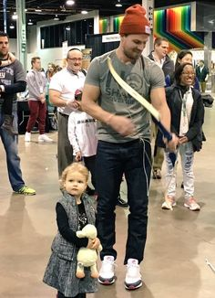 30 Stephen Amell Family Ideas Stephen Amell Stephen Amell Arrow Stephen