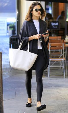 Fall Outfit Ideas: What to Wear With Leggings - Alessandra Ambrosio in a cocoon cardigan, leggings and flats Source by people with leggings Leggings Outfit Summer, Legging Outfits, Cardigan Outfits, Leggings Fashion, Women's Leggings, Shoes With Leggings, Winter Leggings, Alessandra Ambrosio, Jessica Biel