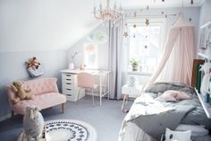 Even though I don't haven any children of my own as yet, I adore looking at these beautiful images as much as the next interior-loving mumma! I would love to he