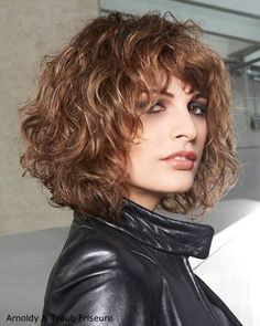 wavy bob hairstyles Angled Bob With Curls Hairstyles Wig Curly Hair Styles, Curly Hair Cuts, Short Curly Hair, Medium Hair Styles, Short Bangs, Curly Bangs, Long Hair, Stacked Bob Hairstyles, Curly Bob Hairstyles