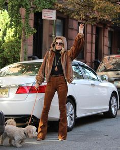 Carole Radziwill, Fall Outfits, Fashion Outfits, Glamour Magazine, Winter Is Coming, Clothing Items, Style Icons, Cool Girl, Mom Jeans