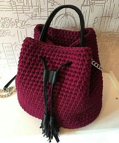 Diy Crochet Bag, Crochet Backpack, Cute Crochet, Beautiful Crochet, Crochet Handbags, Crochet Purses, Mochila Crochet, Yarn Bag, Tote Bags Handmade