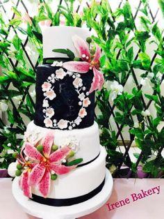 Lilium Wedding Cake by Irene Gutiérrez- Irene Bakery - http://cakesdecor.com/cakes/283579-lilium-wedding-cake