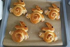 Sweet yeast bunnies- Süße Hefe-Hasen Sweet yeast hare, a good recipe from the category … - Easy Cake Recipes, Dessert Recipes, Desserts, Brunch Recipes, Bunny Bread, Cream Cheese Cookies, Cake Mix Cookies, Easter Treats, Bread Rolls