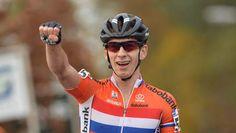 Lars van der Haar mag zich de eerste Europees kampioen veldrijden bij de profs (za 7 nov 2015) noemen. In een spannend onderling duel met de Belgische topfavoriet Wout van Aert op het EK-parcours in Huijbergen (Noord-Brabant) maakte de Nederlander in de slotronde het verschil. Het brons ging naar de de Belg Kevin Pauwels.