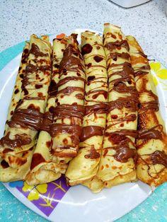 Ο τρόπος που φτιάχνουμε Κρέπες και τις γεμίζουμε με ότι μας αρέσει Συνταγή από την Αργυρώ Μπαρμπαρίγου!!!! ~ igastronomie.gr Greek Sweets, Greek Desserts, Greek Recipes, Cheap Meals, Easy Meals, Cookbook Recipes, Cooking Recipes, Greek Cake, Best Comfort Food