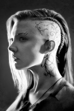 'Game of Thrones' star Natalie Dormer talks about playing a badass filmmaker in 'The Hunger Games: Mockingjay Part why the HBO hit need more equality in its nudity. Viking Braids, Viking Hair, Haare Tattoo Designs, Design Tattoos, Character Inspiration, Hair Inspiration, Estilo Punk Rock, Kopf Tattoo, Scalp Tattoo