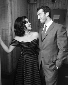 Jane the Virgin's Gina Rodriguez (Jane) and Justin Baldoni (Rafael) looking dapper Jane The Virgin Rafael, Jane And Rafael, Gina Rodriguez, Rafael Solano, Justin Baldoni, Tv Couples, Cary Grant, Film Serie, Victoria Dress