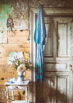 wallpapers_blackberry _Lovely Life--2 Bohemian House, Bohemian Style, Earth Spirit, Rustic Walls, Old Doors, My Dream Home, Dream Homes, Rustic Interiors, Creative Home