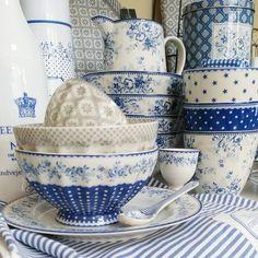 """Trudi Gunnesch, BELLISSIMO auf Instagram: """"Zum Verlieben... ! ♥ #newcollection #newin #greengateofficial #greengateaddict #bellissimowebshop KLICK: www.bellissimo-webshop.de"""" Blue Dishes, White Dishes, Blue And White China, Blue China, Blue And White Dinnerware, Azul Indigo, Ceramic Tableware, Kitchenware, Country Blue"""