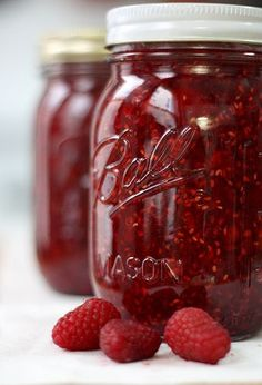 Quick and Easy Raspberry Freezer Jam ~ What's great about this method is that it does not take any fancy equipment, so anyone can do it!