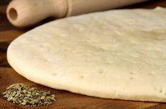 Aprenda a preparar massa de pizza com farinha de arroz com esta excelente e fácil receita. A massa de pizza com farinha de arroz é uma opção de massa sem glúten par...