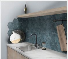49 Kitchen Backsplash Tile Design Ideas: 11 Tips for the Perfect Backsplash - Map it out. The backsplash is quite literally one of the first things you notice when you enter a kitchen, therefore, you should take special care in Küchen Design, Tile Design, Design Ideas, Kitchen Tiles, Kitchen Decor, Kitchen Splashback Ideas, Kitchen Cabinet Makers, Design Your Kitchen, Kitchen Furniture