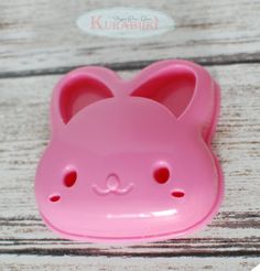 Bunny Sandwich cutter !!! via @Kurabiiki Your children will be hopping with joy when they sit down to lunch at school and unwrap an adorable bunny-shaped sandwich!