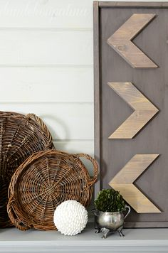 Looking for affordable and relatively easy arrow decor for your home? Check out… Easy Arts And Crafts, Diy Home Crafts, Decor Crafts, Diy Wall Art, Diy Wall Decor, Diy Home Decor, Wood Block Crafts, Wood Crafts, Rustic Style