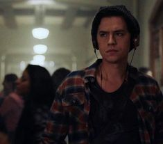 I have never seen Jughead listen to music before Dylan Sprouse, Sprouse Bros, Cole Sprouse Hot, Cole Sprouse Jughead, Jughead Jones Aesthetic, Cole Spouse, Zack Y Cody, Lil Peep Beamerboy, Superman Lois