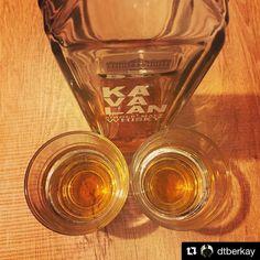 Tesadüfün bu kadarı! Daha dün gece bir takipçim 'neden Kavalan'ı daha sık paylaşmıyorsunuz çok güzel bir viski' diyordu şimdi Eskişehir'de kardeşimle yudumluyorumÖzlemişim seni @dtberkay #Repost @dtberkay with @repostapp  #bugünviskim ağabeyim @meleklerin_payi ile içtiğim bir Tayvan harikası: Kavalan İstanbul'dan abim gelmiş evde bir bayram havası #meleklerinpayi #Kavalan #Tayvan #Viski