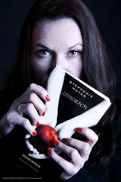 Twilight Saga Reader - Portrait of my wife. Done in hour home studio. She is a big fan of the trilogy