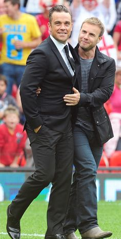 Robbie Williams and Gary Barlow hug it out ahead of the announcement that Robbie has re-joined Take That. Robbie Williams Take That, Take That Band, Stoke On Trent, Howard Donald, Mark Owen, Gary Barlow, Gay Couple, To My Future Husband, My Boys