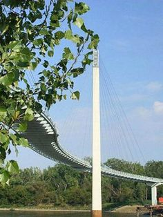Jog across a pedestrian bridge, float down the Elkhorn River, hike or bike along trails—the Omaha area offers plenty of recreational choices for active travelers.