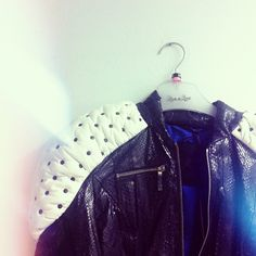 Royal shoulder detail - this is a statement jacket! #leatherjacket #salmonleather