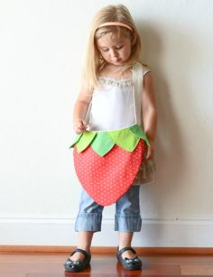 Strawberry Bag Pattern… so lovely i will defenitely do this for my little godchild. #diy #sewing