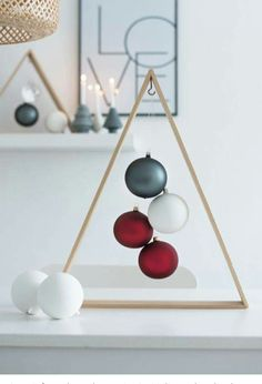 DIY Christmas decorations are fun projects to do with your family and friends. At the same time, DIY Christmas decorations … Modern Christmas Decor, Diy Christmas Decorations Easy, Wooden Christmas Trees, Noel Christmas, First Christmas, Christmas Projects, Christmas Crafts, Office Christmas, Christmas Candles