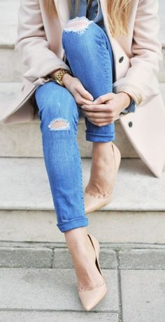 A pair of denim skinnies and nude pumps are always classy and sexy.